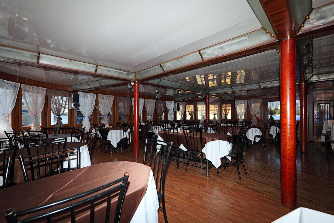 ресторан главная палуба теплохода Григорий Пирогов