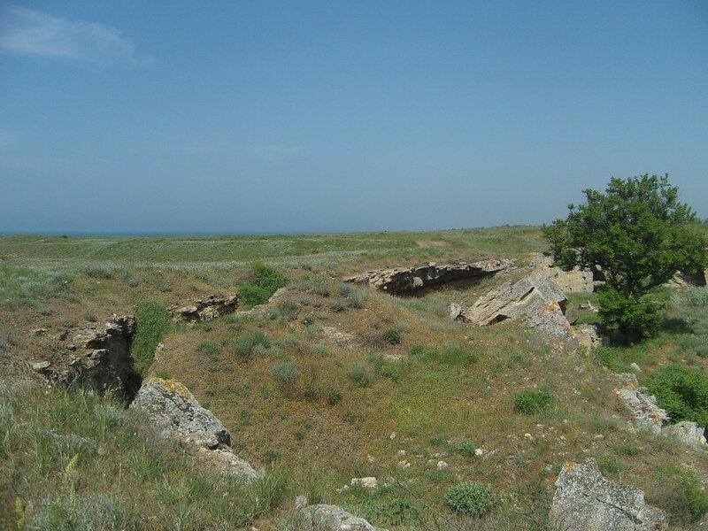 Ак-Монайские каменоломни и полоска моря