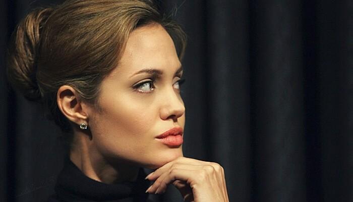 Анджелине Джоли сделали операцию по удалению яичников