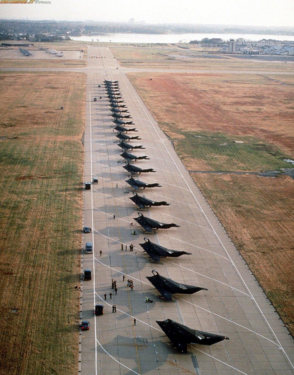 Двадцать Два F-117 Nighthawks. Общая Стоимость: $2,446,400,000