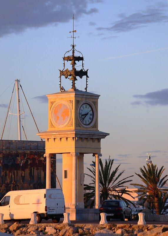 Tarragona. Port clock tower. Torre-rellotge del puerto de Tarragona