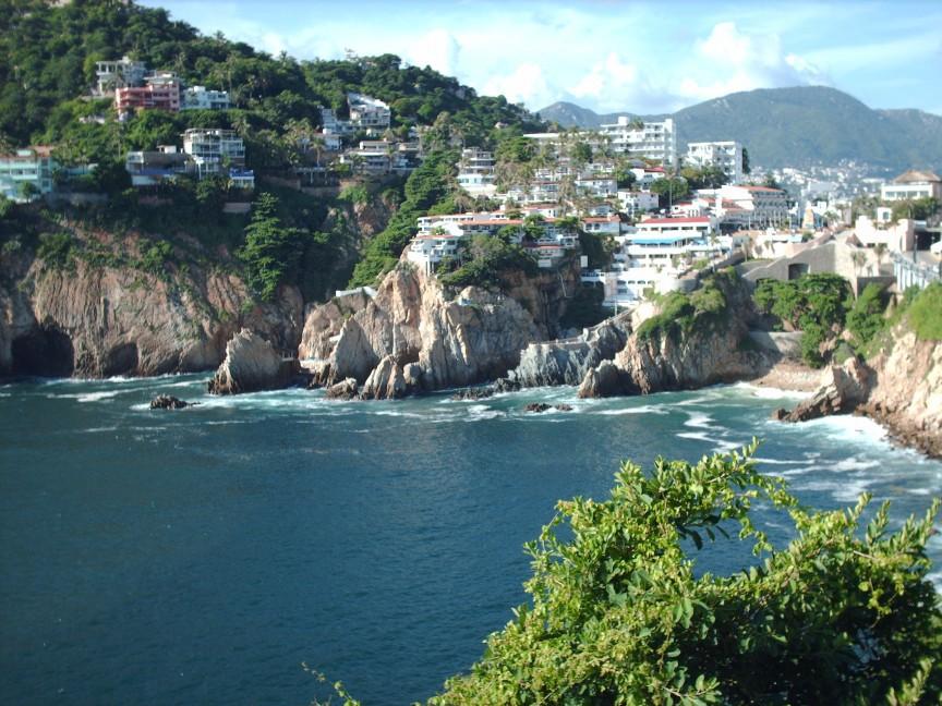 Раньше Акапулько был популярным курортом для кинозвёзд и знаменитостей, а также местом проведения ма