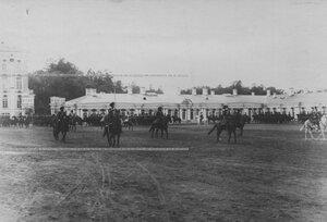 Парад конвоя  на плацу перед   Екатерининским  дворцом  в день  празднования 100-летнего юбилея конвоя.
