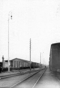 Железнодорожная ветка завода и линия электропередачи.