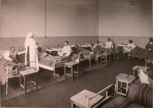 Раненые в палате лазарета при Коронационном убежище.