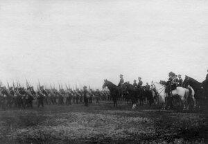 Император Николай II на смотре Псковского пехотного полка перед отправкой его на Дальний Восток.