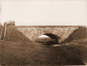 Вид каменной трубы (отверстие 3 сажени) и моста на 309-й версте.
