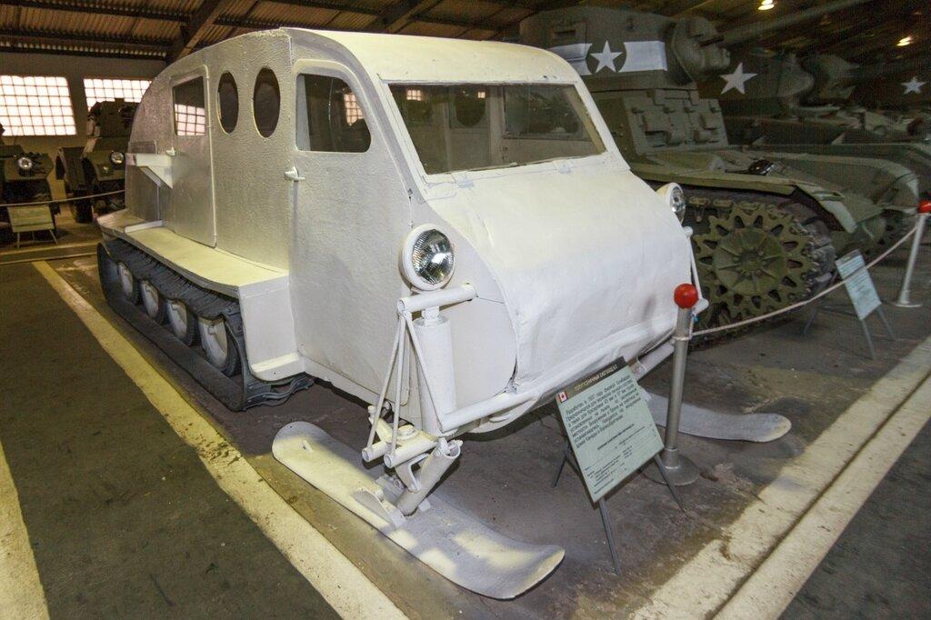 Канадский полугусеничный транспортёр В-2 Бомбардье