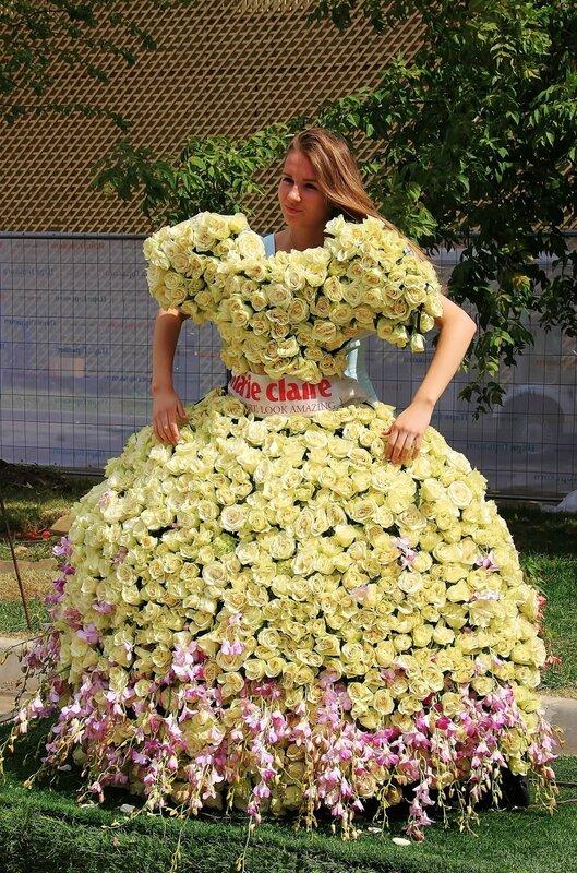 В платье из цветов