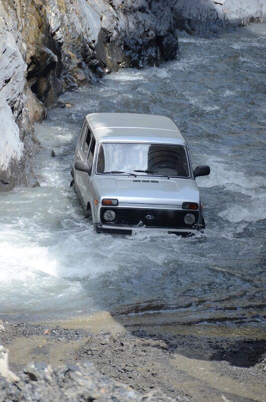 нива через реку.jpg