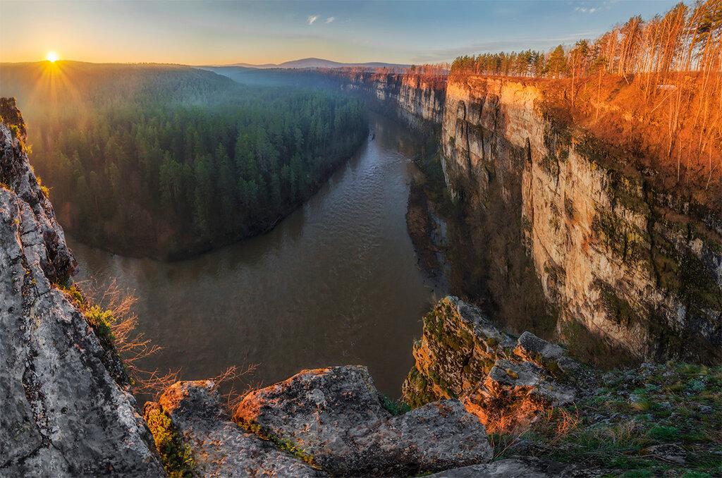 Восход на реке Ай