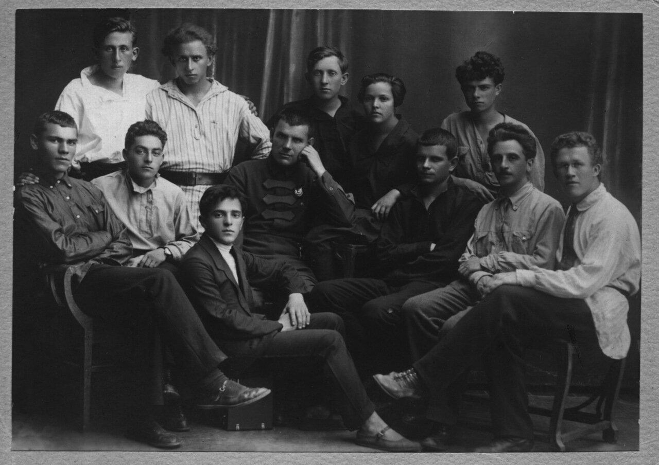 1923, Март