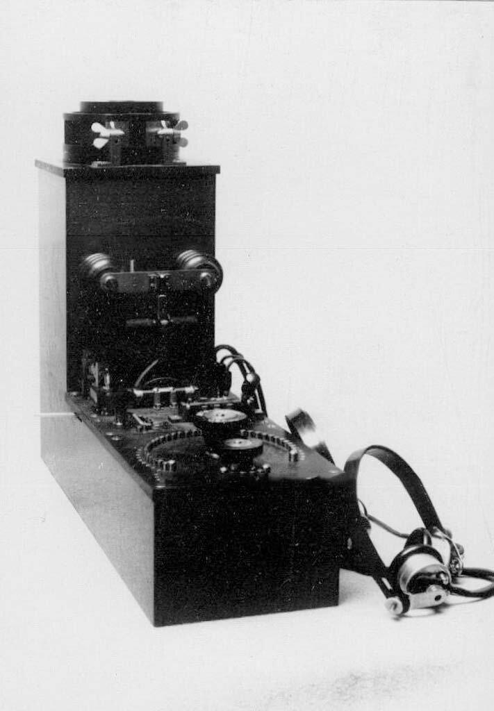 15. Телеграфный аппарат - радиоприемник типа РГСА