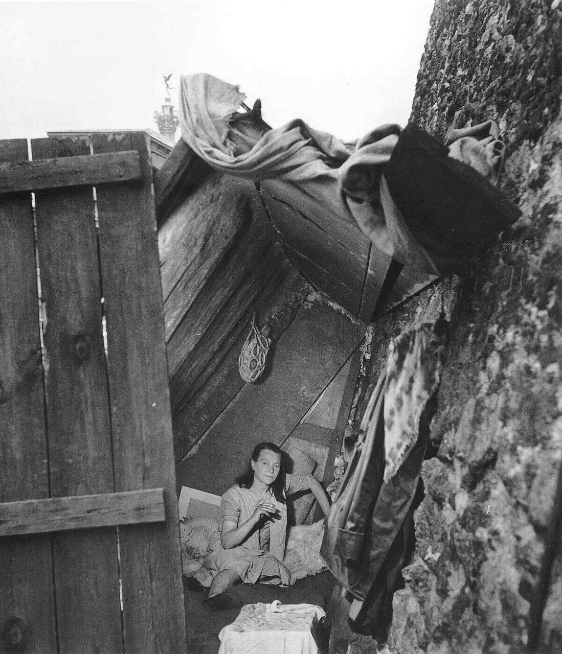 1950. Миссис Титин расположилась возле Министерства Иностранных дел
