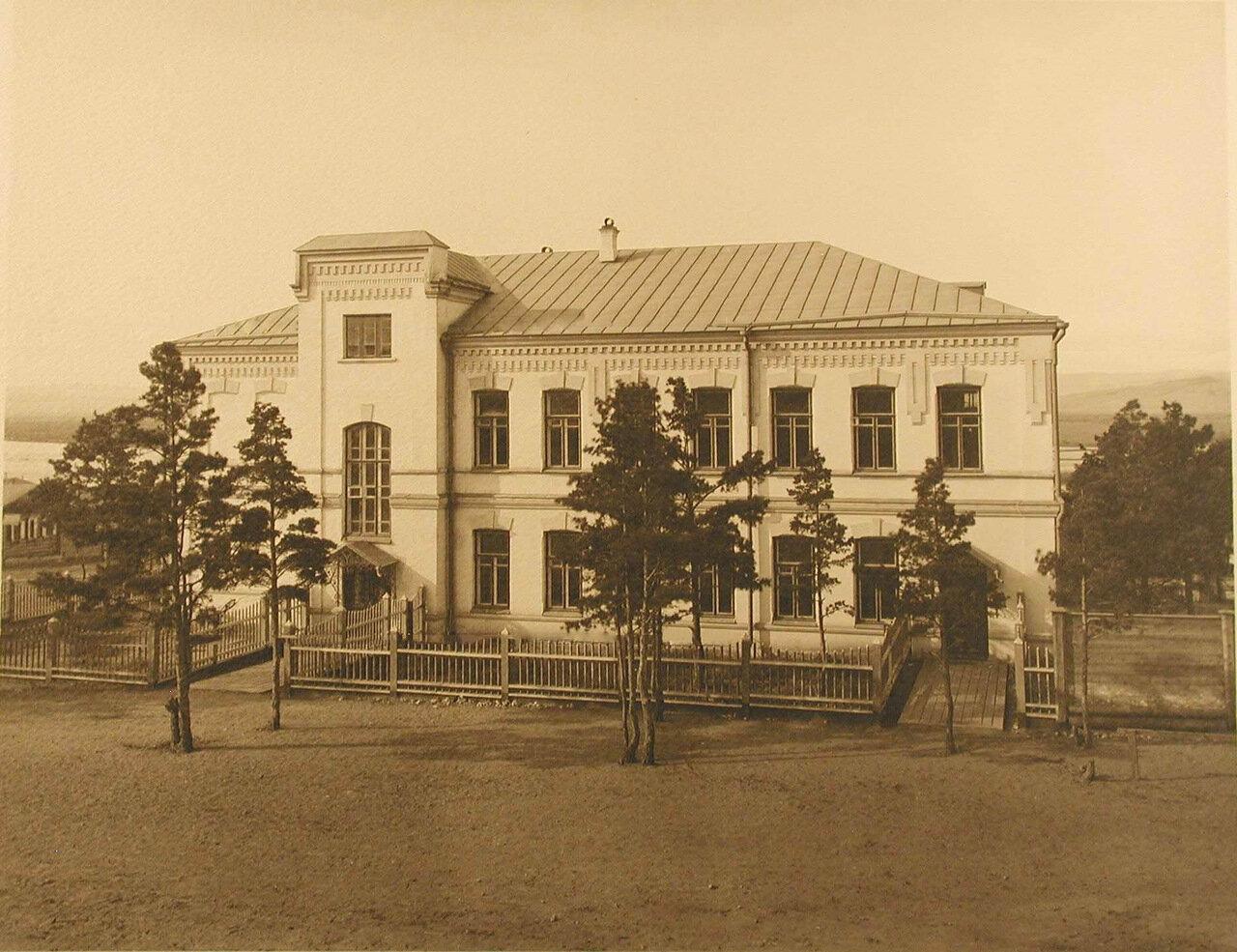 04. Главный вход в лазарет и здание амбулатории
