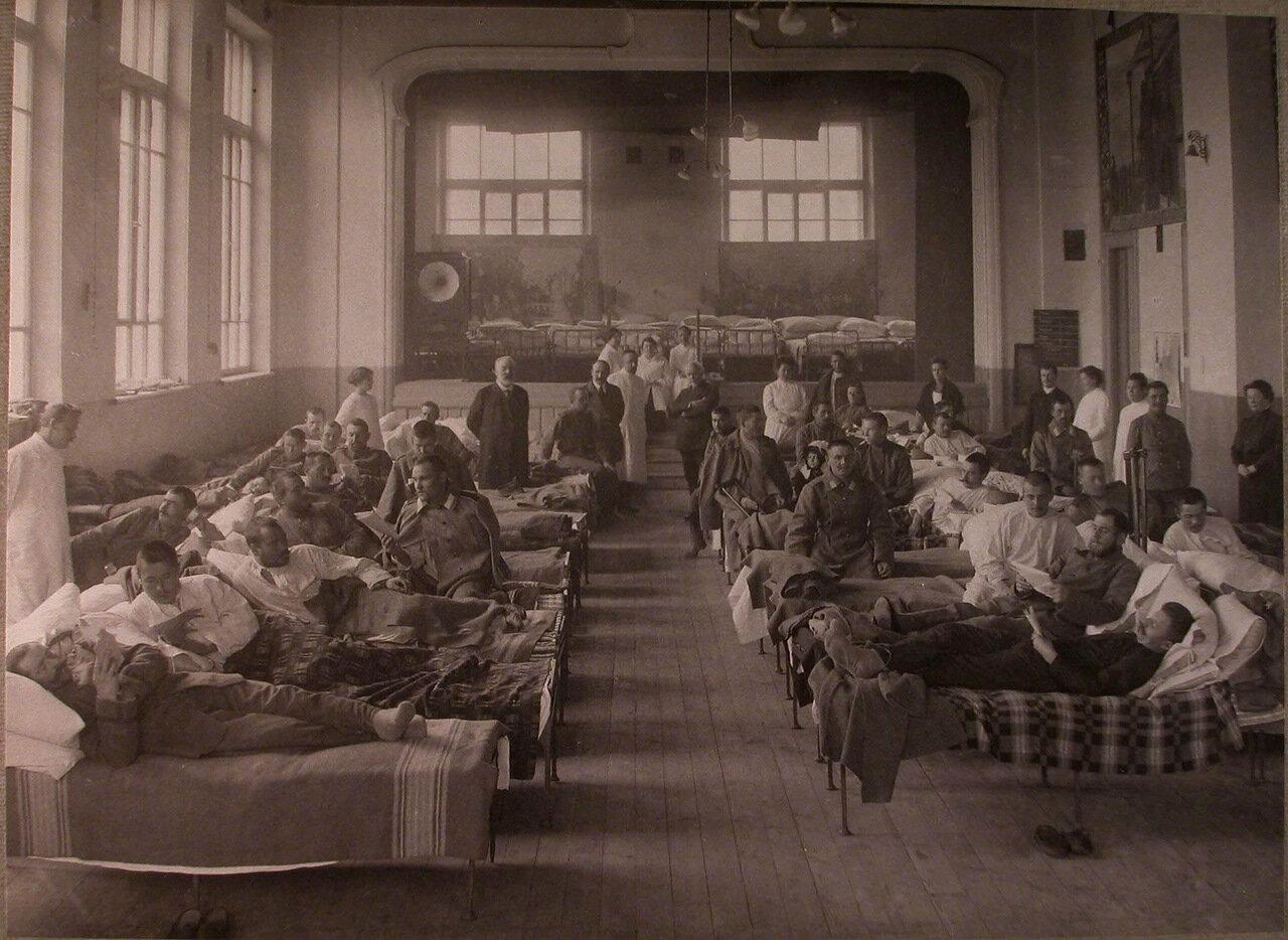 12. Раненые в палате лазарета,устроенного в Алексеевской психиатрической больнице