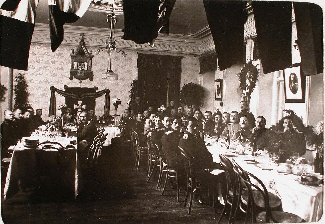 24. Офицеры роты за завтраком в собрании. 26 ноября 1915