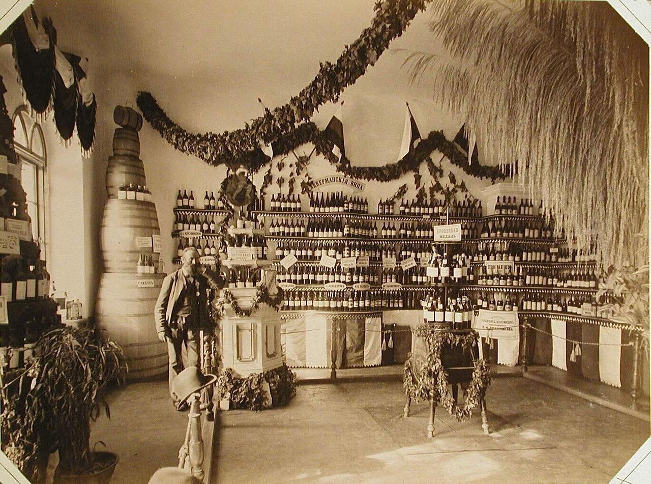 21. Внутренний вид одного из павильонов, где выставлены Аккерманские вина различных производителей