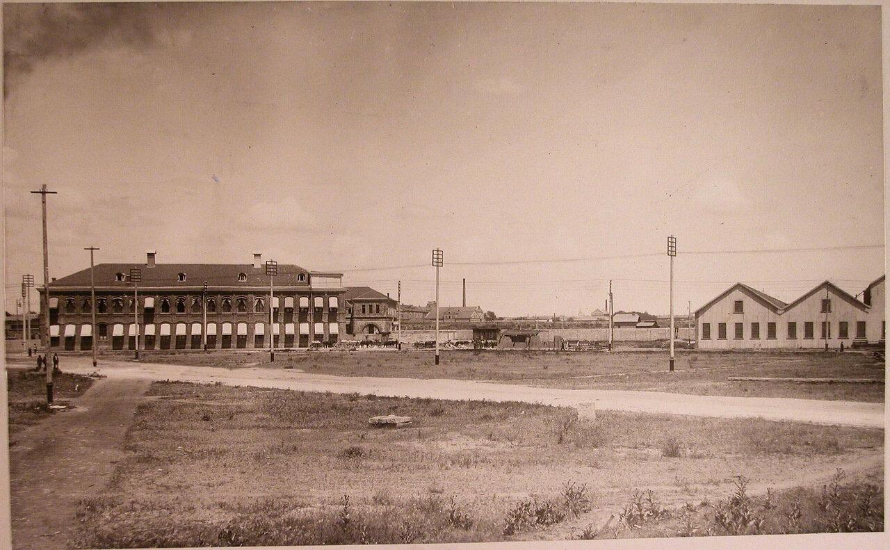 04. Вид территории, где размещались (слева направо) здания конторы общества , столовая для рабочих и котельная