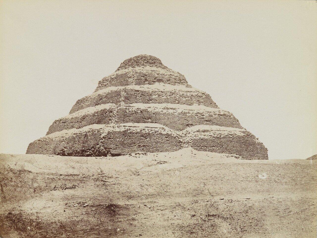 Пирамида в Саккаре (Вид с юго-востока на ступенчатую пирамиду)
