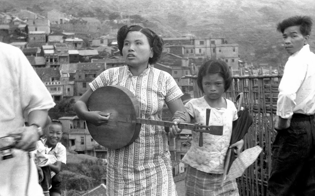 Blind singer and her daughter at Jiufen, Taiwan, 1950s.jpg