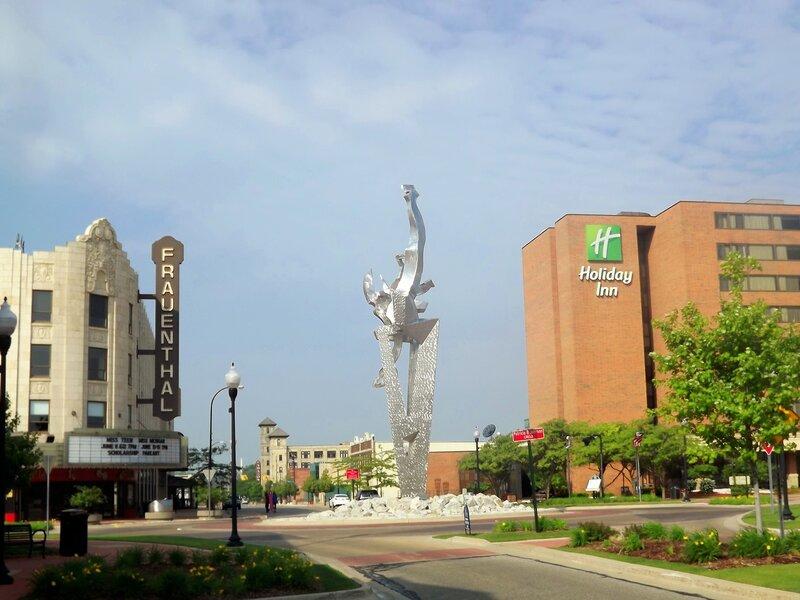 Маскигон-город у озера Мичиган.