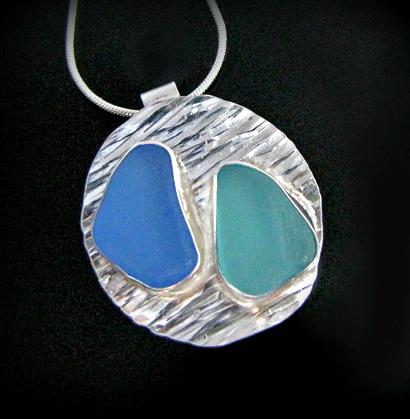 кулон из серебра со вставкой из стекла обкатанного морем