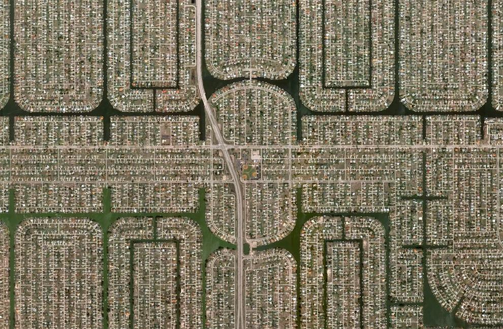 11. Густо населенный район Кейп Корал, штат Флорида. (© Google)