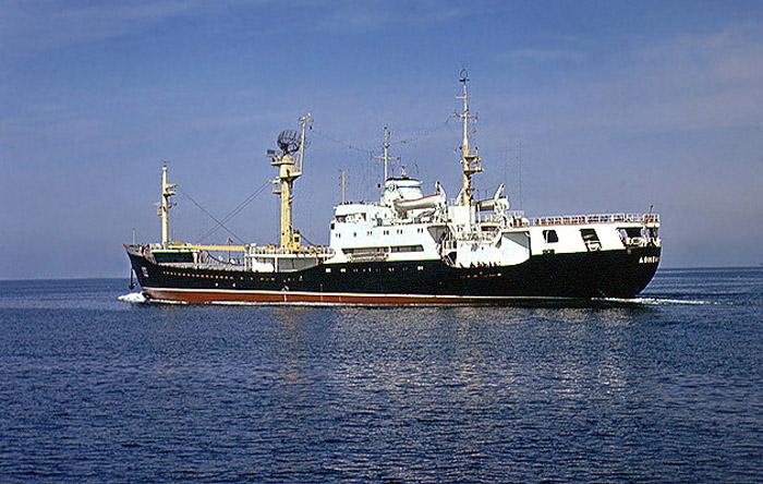 общее руководство всеми спасательными работами на корабле осуществляет