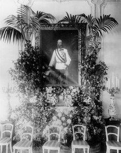 Портрет австрийского императора Франца-Иосифа I в одной из комнат посольства, украшенный по поводу его визита в Петербург.