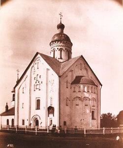 Вид юго-восточного фасада церкви Спаса Преображения на Ильине (построена в1374-1378 гг.). Новгород г.