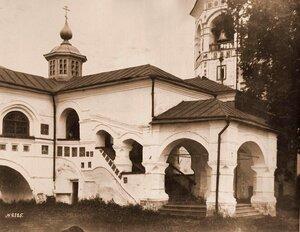 Вид части крытой галереи в Николо-Вяжищском монастыре. Новгород г., близ Новгорода