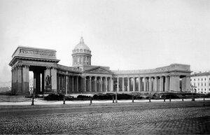 Вид на Казанский кафедральный собор со стороны Невского проспекта