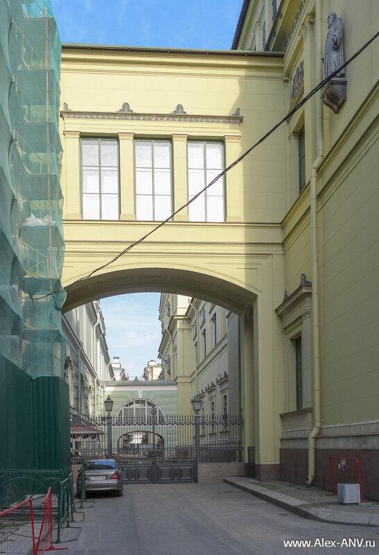 Переулок между Новым и Малым Эрмитажами