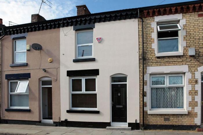 Дом, купленный за один фунт стерлингов, до и после ремонта