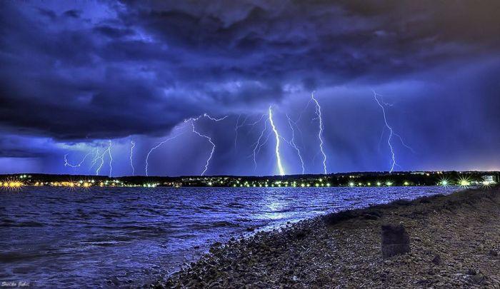 Красивые фотографии молний в самых разных местах и ситуациях 0 a552a 3750c14 orig