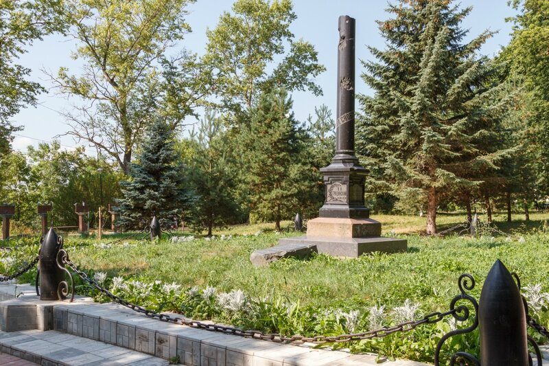 Памятник на могиле В.В. Грацинского, Ржев