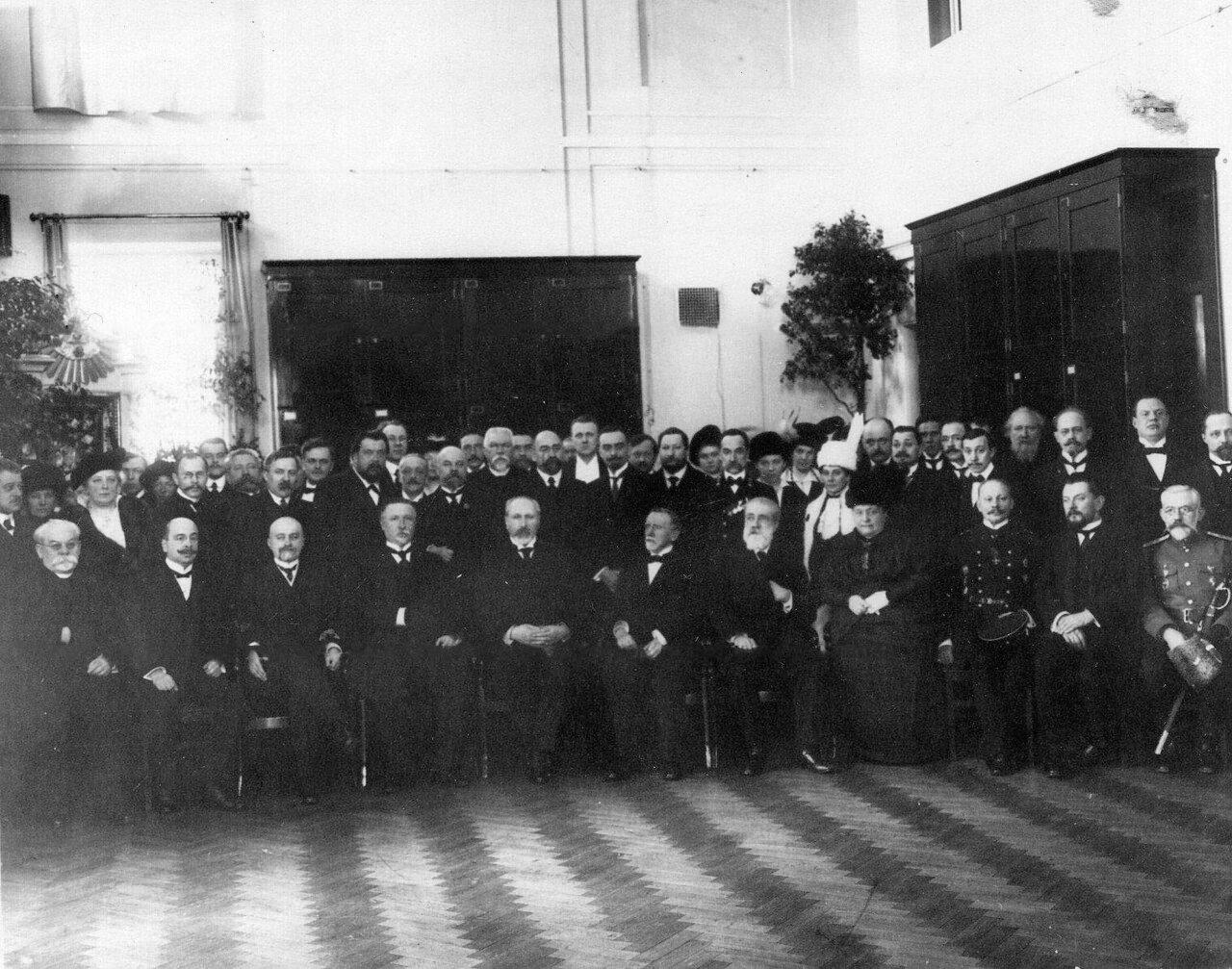 04. Группа служащих Ботанического сада на открытии нового помещения гербария и библиотеки. 1915