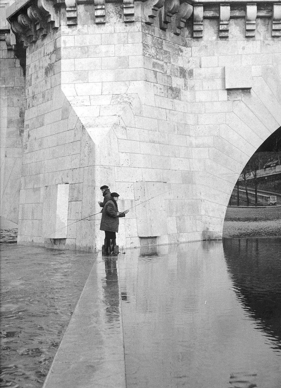 1951. Рыбаки с моста Турнель