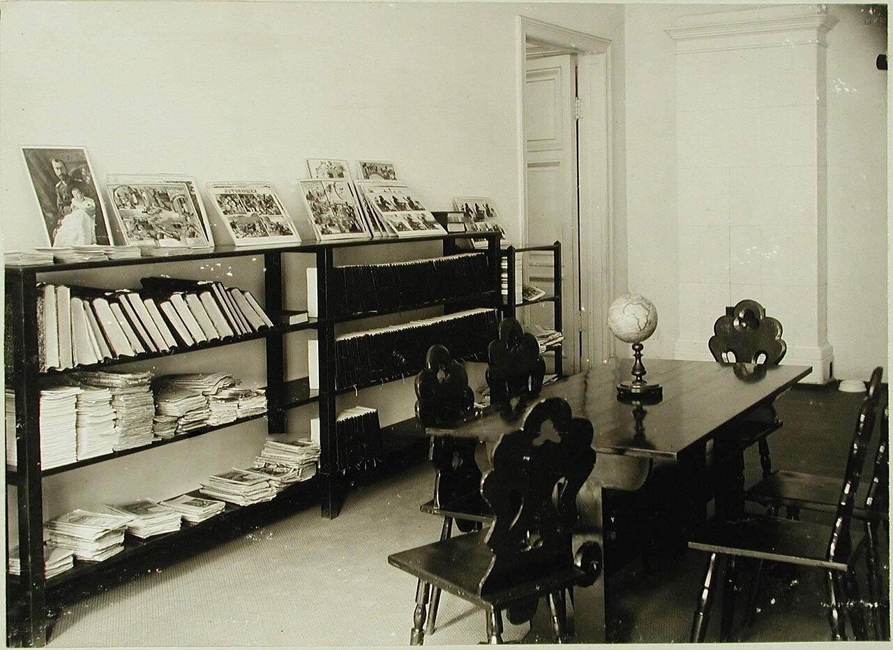 03. Вид части комнаты для чтения в здравнице