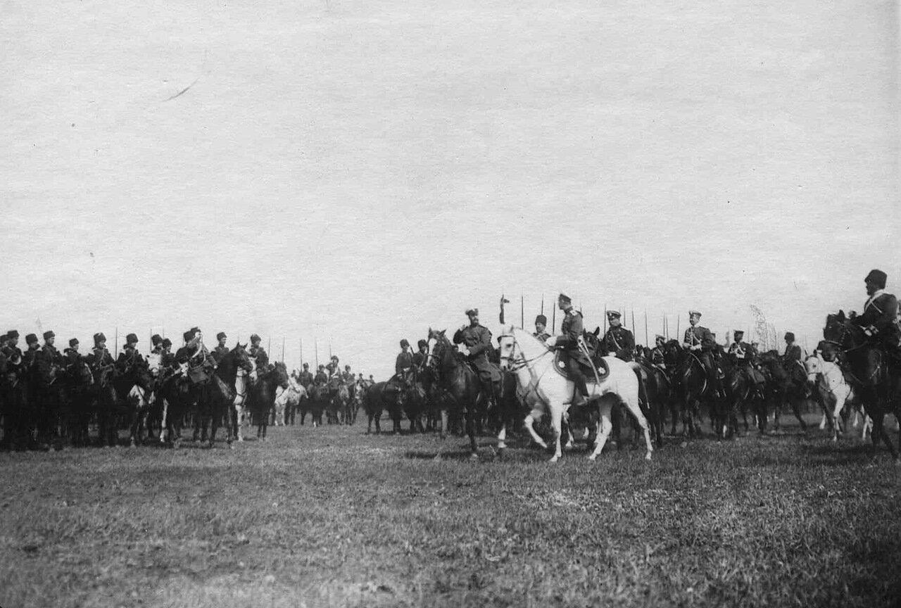 31. Император Николай II на смотре войск перед отправкой их на Дальний Восток. Харьков