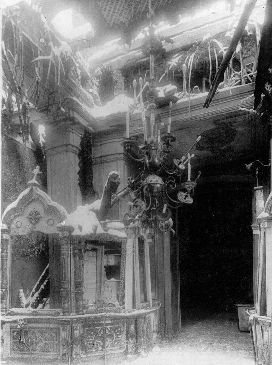 04. Интерьер собора Пресвятой Троицы после пожара. 7 февраля 1913 г