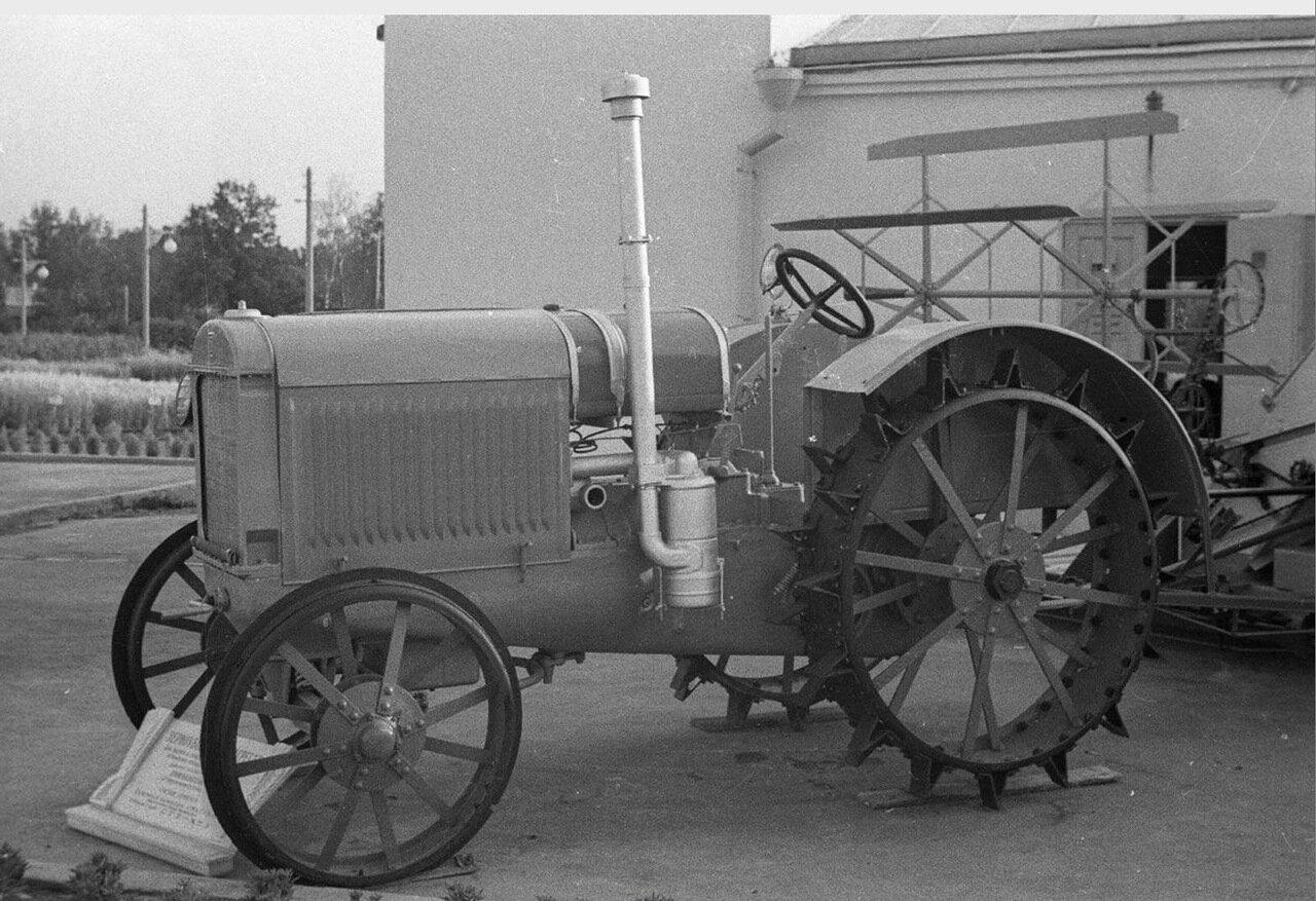 07. Колёсный трактор
