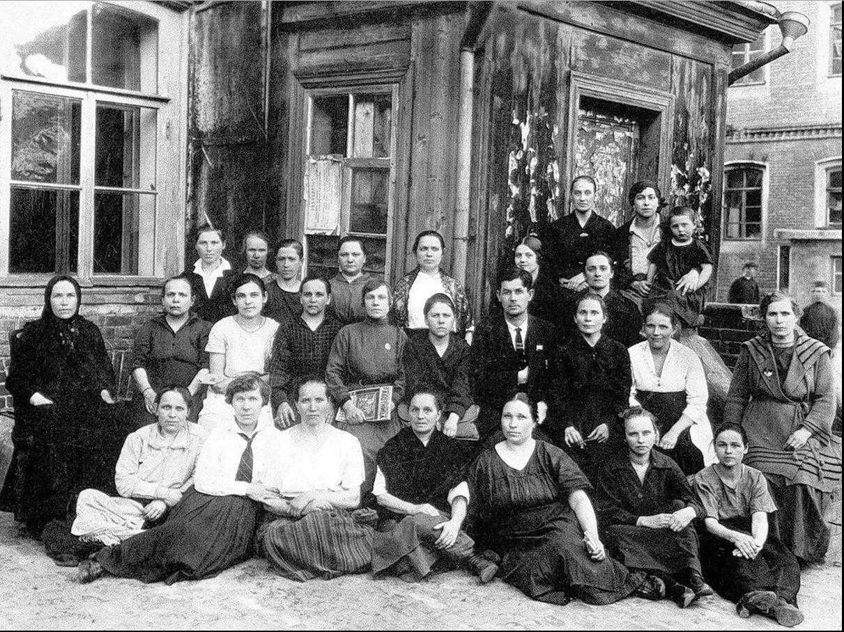 1930-е. Трудовой коллектив ткацкой фабрики им. Фрунзе