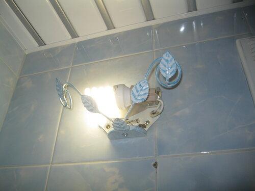 Экстренный вызов электрика аварийной службы в квартиру из-за отключения электричества после короткого замыкания в туалете