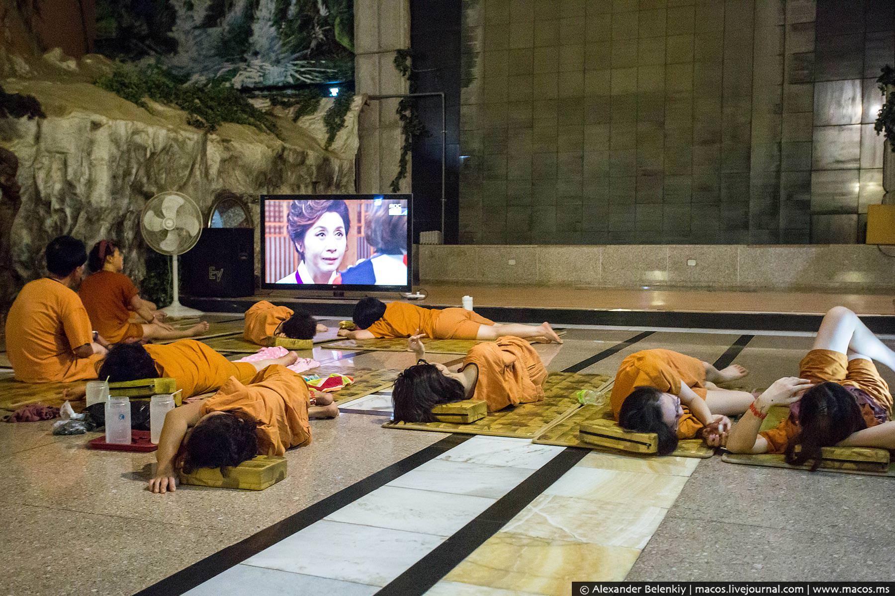 Много женщин тюремная баня