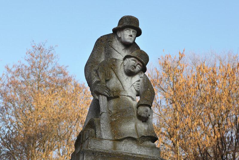 Мемориал павшим немецким солдатам в деревне Шёнах в Баварии
