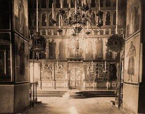 Вид иконостаса в Рождественском соборе Саввино-Сторожевского монастыря. Московская губерния, близ Звенигорода
