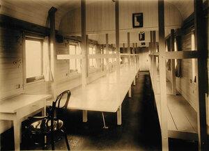 Внутренний вид одного из вагонов III класса на 28 мест (оборудован нарами по образцу 1877-1878 г.г.).
