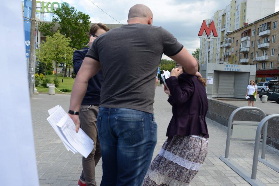 На сборщиков кандидата Веры Кичановой напала гопота